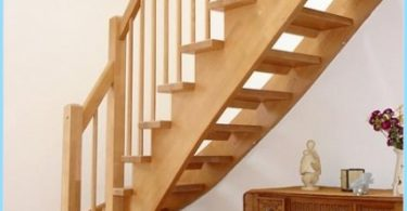 Stringers pour les escaliers avec ses mains