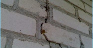 Nous renforçons les fondements de la maison ancienne