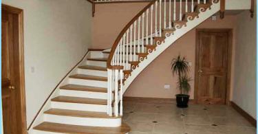Escaliers en béton avec leurs mains