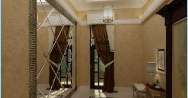 Le miroir dans le couloir intérieur